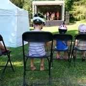 Pataikėm į šventės repeticiją. Mažieji paklausė. Didieji ir pašoko:)